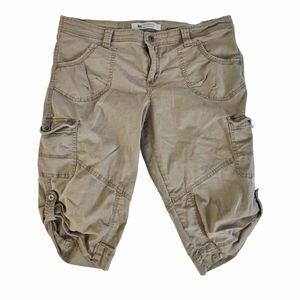Windriver Mid Rise Cargo Style Capri Pants Beige